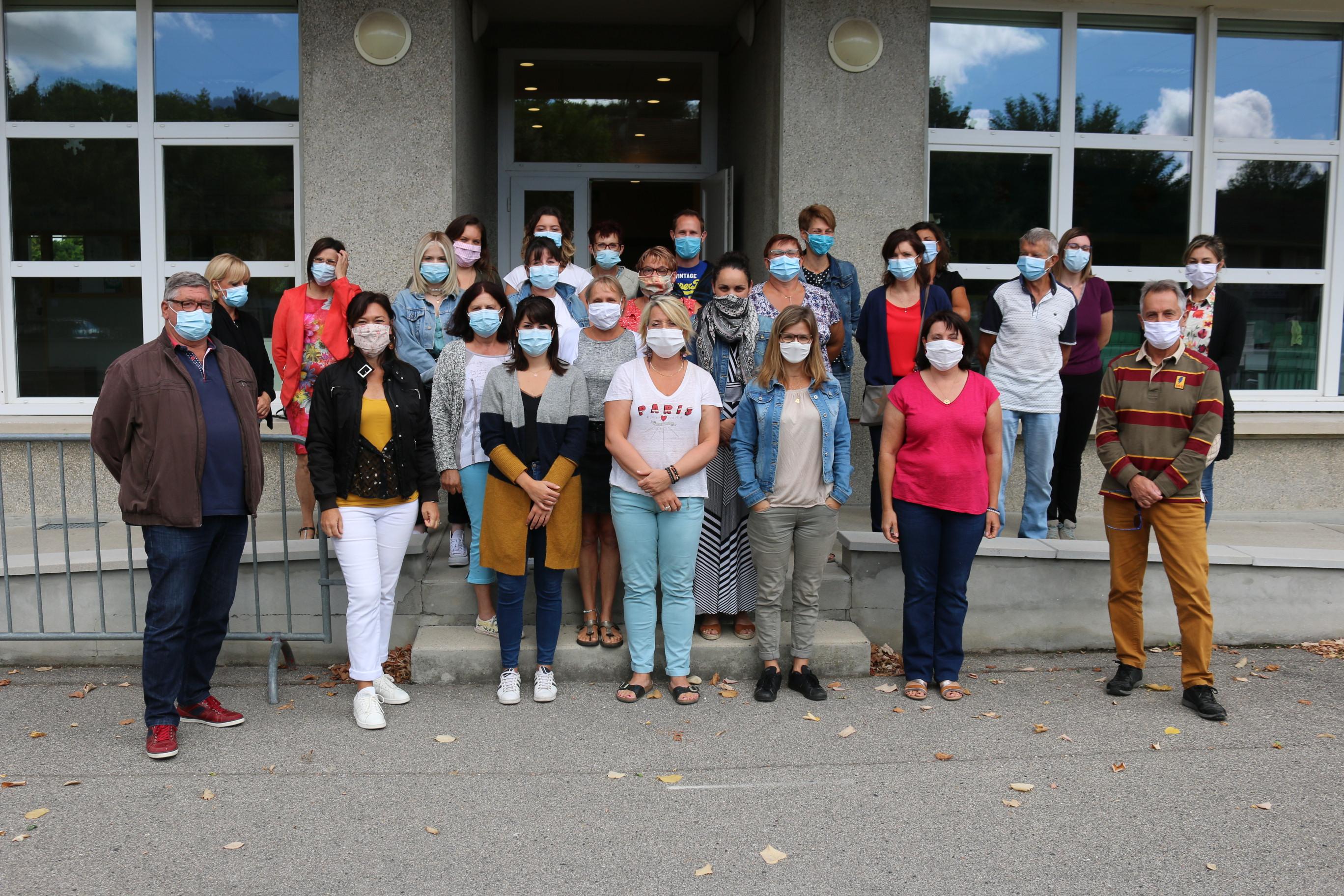 Équipe scolaire et périscolaire 2020 masques